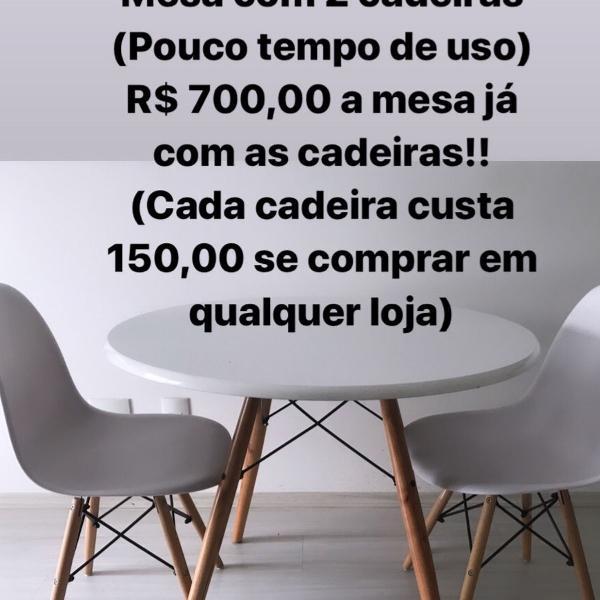 Mesa redonda com 2 cadeiras linda! com pouco tempo de uso