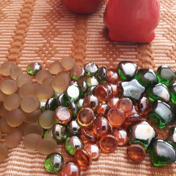 Pedras de vidro variadas para decoração