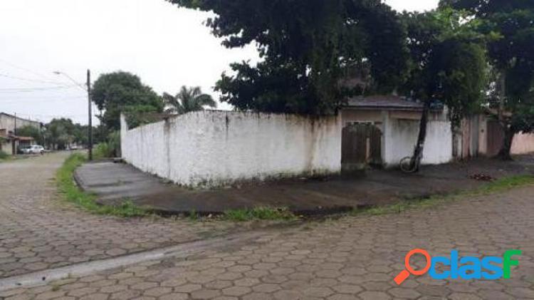Casa de esquina em rua calçada 800 metros do mar itanhaém
