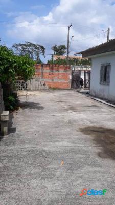 Casa lote inteiro em rua calçada em itanhaém