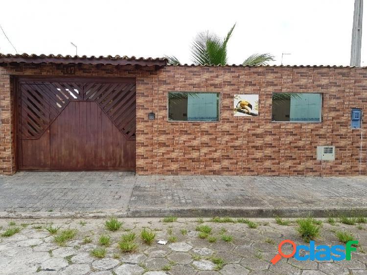 Casa com 2 dormitórios 400 metros da praia em rua calçada em itanhaém