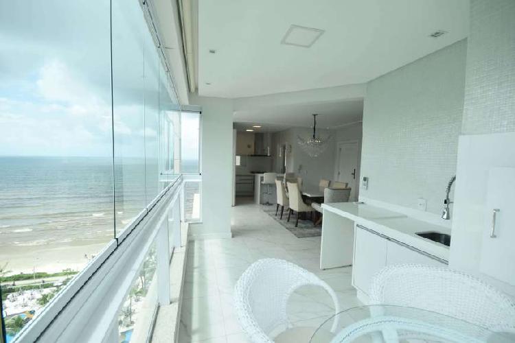 Apartamento a venda com 03 suítes mobiliado quadra do mar