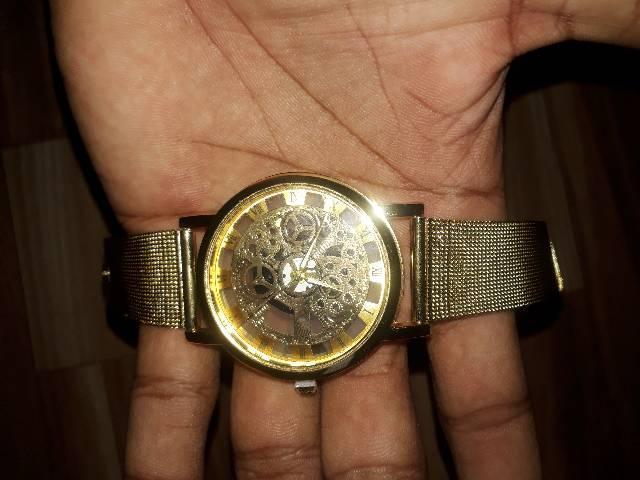 Relógio importado lindo