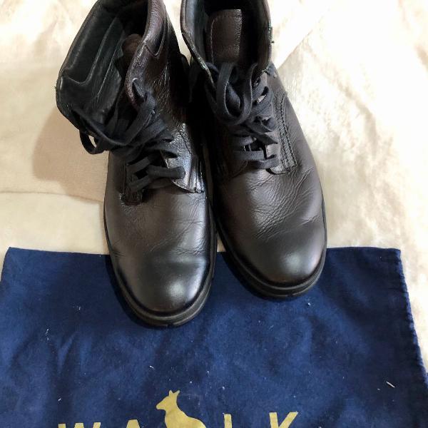 Botas de couro preto cano médio masculina