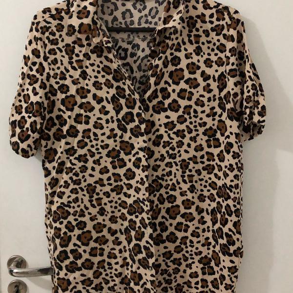 Camisa com estampa de onça