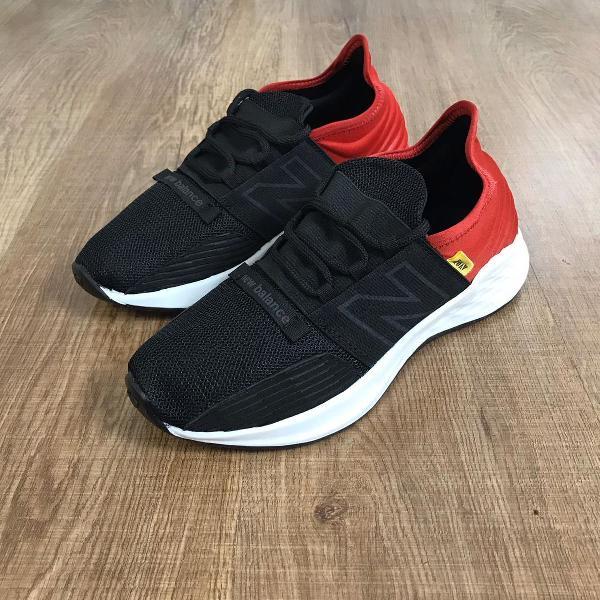 Tênis new balance preto e vermelho a pronta entrega