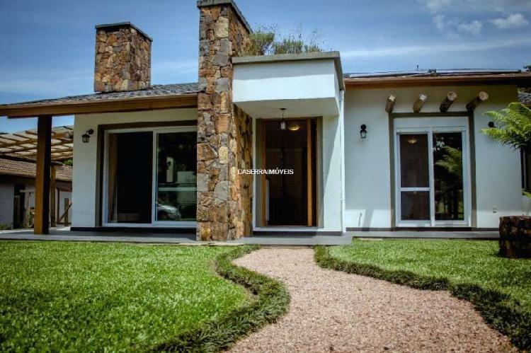 Bela casa mobiliada em condomínio em gramado/rs.