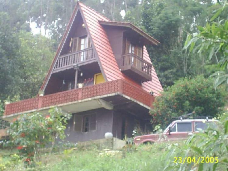 Casa tipo chalé em fazenda bela vista - nova friburgo