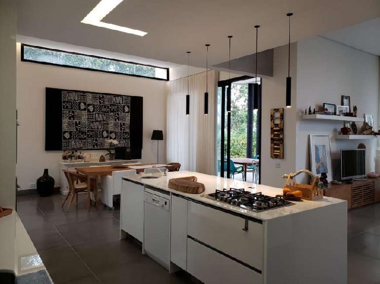 Casa espetacular á venda no condomínio alphaville