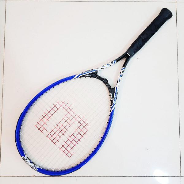 Raquete de tennis wilson.