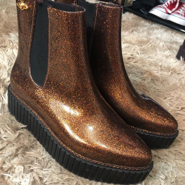 Bota melissa chelsea boot + vivienne westwood