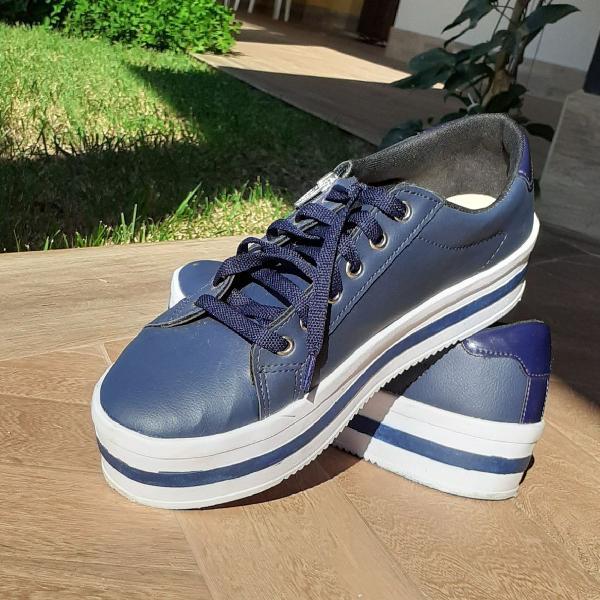 Tênis azul marinho n.38