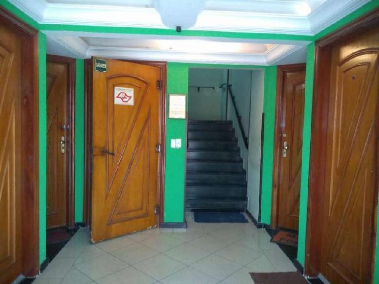 Apartamento 01 dormitório andar alto com sacada, aviação