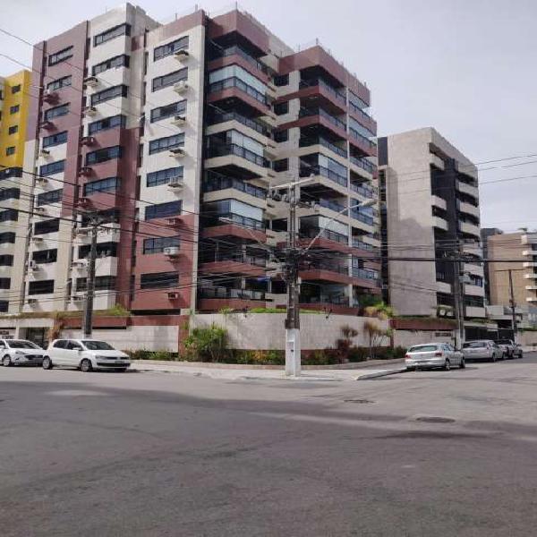 Apartamento para venda possui 200 metros quadrados com 4