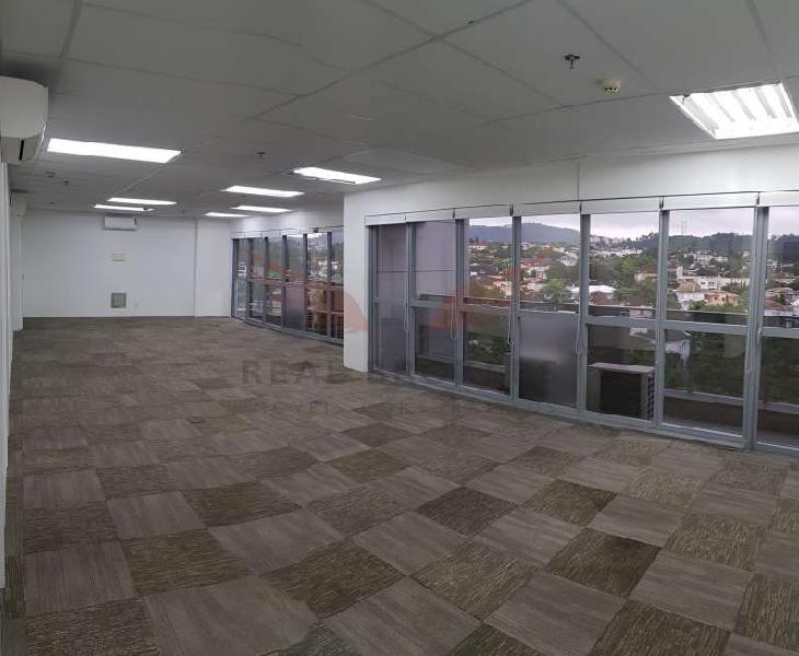 Sala comercial para locação de 108m² com infraestrutura