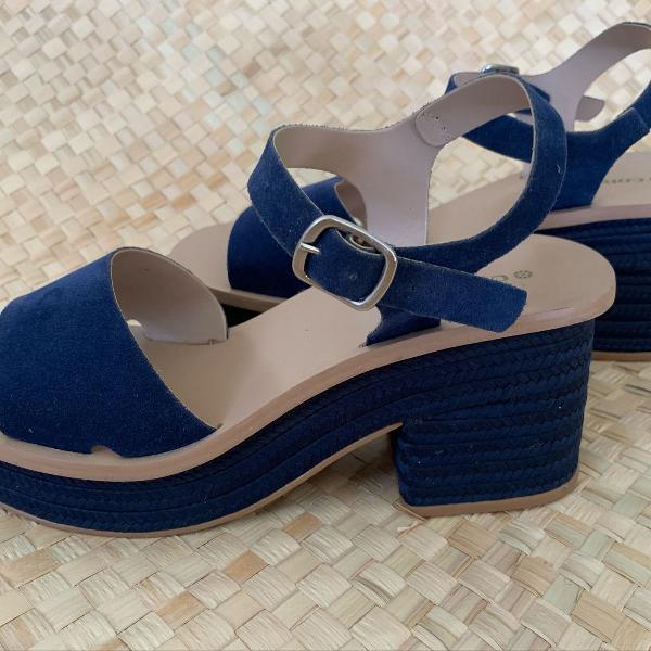 Sandália azul de corda