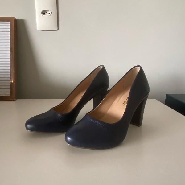 Sapato couro azul tam 34 salto grosso