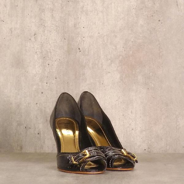 Sapato preto detalhe dourado cisi zeket