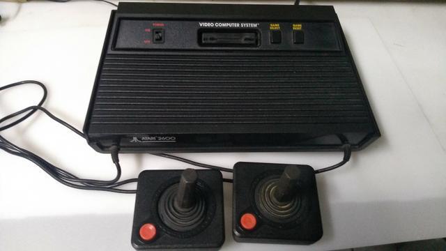 Atari 2600 com 02 controles - sem jogos