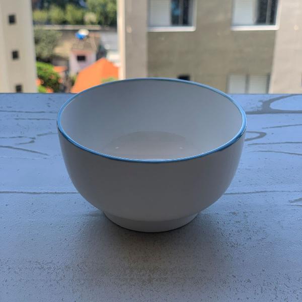 Tigela de porcelana com borda azul zara home