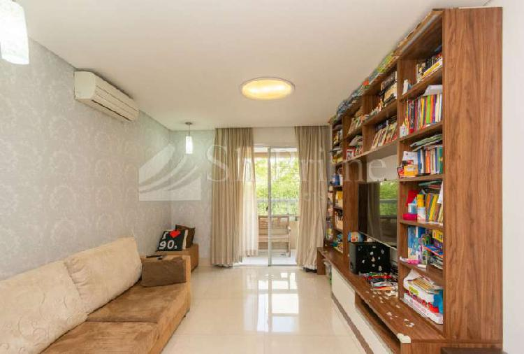 Apartamento com varanda gourmet