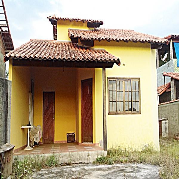 Casa linear, terreno de 500 m² c/estrutura pronta para uma