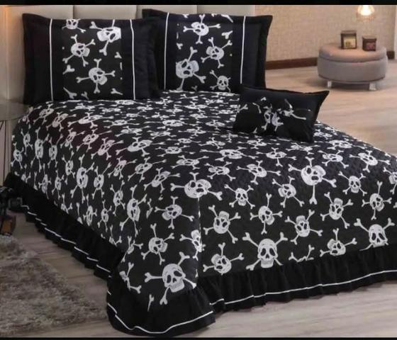 Kit colcha casal padrão caveira branco preto com 5 peças