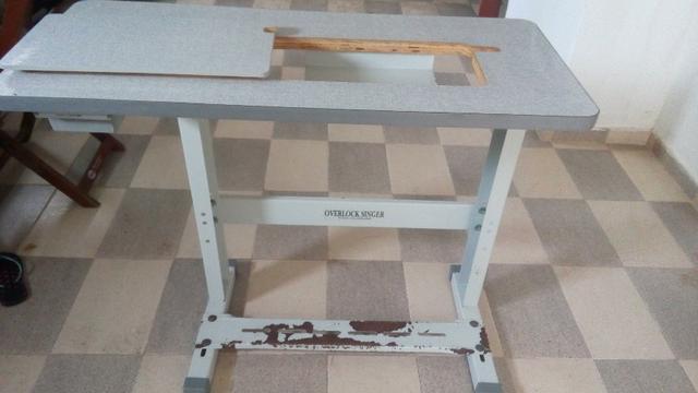 Mesa para máquina overlock