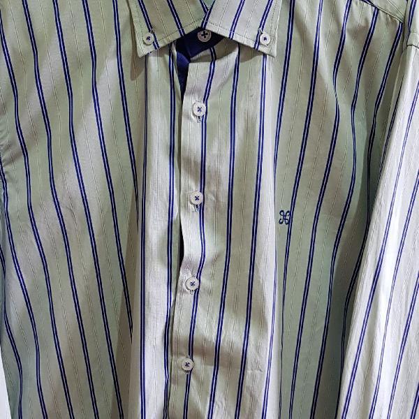 Camisa manga longa, listrada. em ótimo estado. tamanho 3.