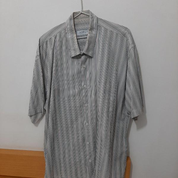 Camisa listrada, manga curta, tamanho 8, em algodão