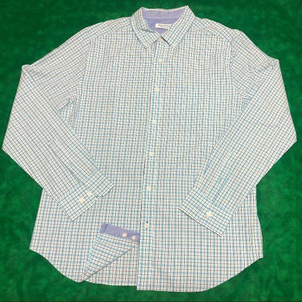 Camisa social xadrez nos tons azul e branco da náutica