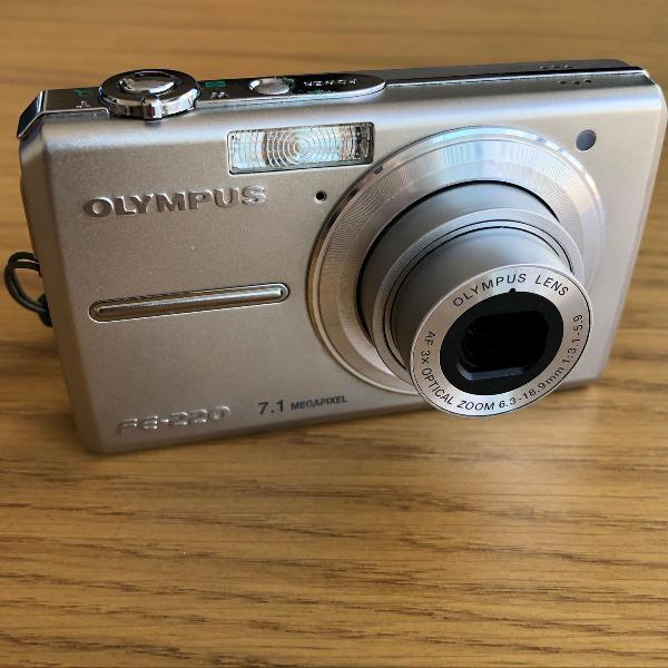 Câmera digital olympus fe-220 compacta