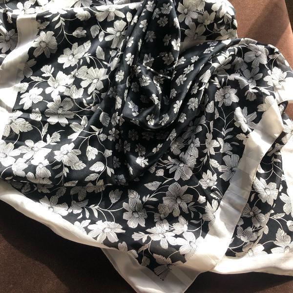 Lenço de seda estampado