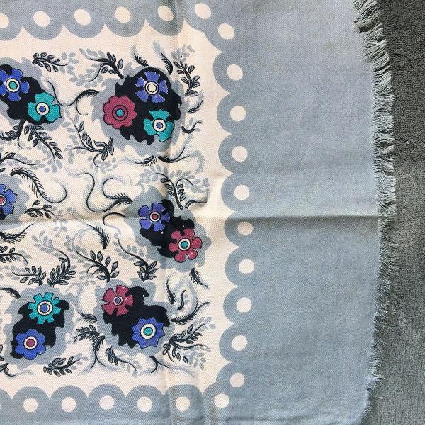 Lenço de seda floral vintage