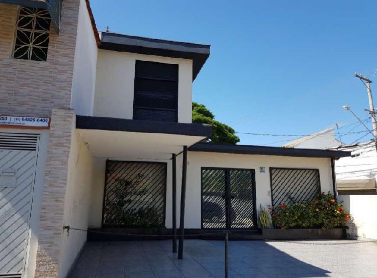 Casa para aluguel tem 120 metros quadrados com 2 quartos em