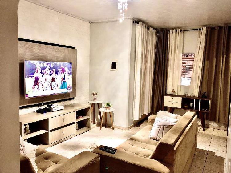 Casa mobiliada para venda possui 144 metros quadrados com 3