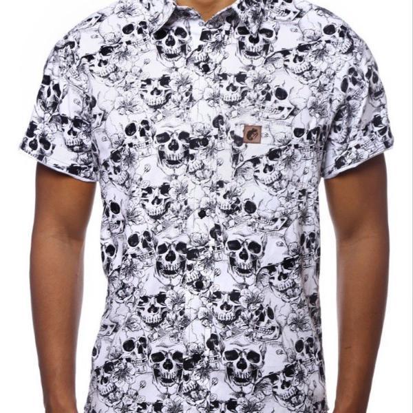 Camisa casual masculina estampada caveira manga curta