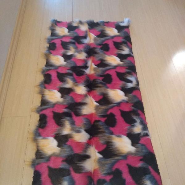 Lindo tapete ou manta em pêlos, muito macio, Tam. 80x60cm,