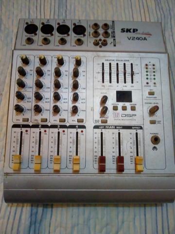 Mesa de som profissional skp vz40a - com defeito