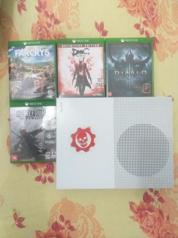 Xbox one s 500gb + 2 manetes + 4 jogos