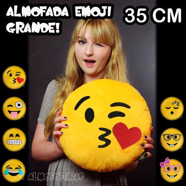 Almofada emoji grande 35cm apaixonada namorados