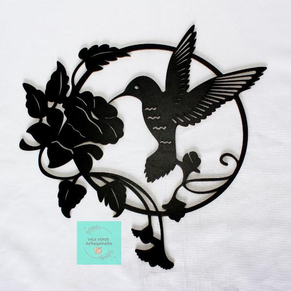 "Mandala decorativa ""beija flor"" 30x30 cm em mdf preto"