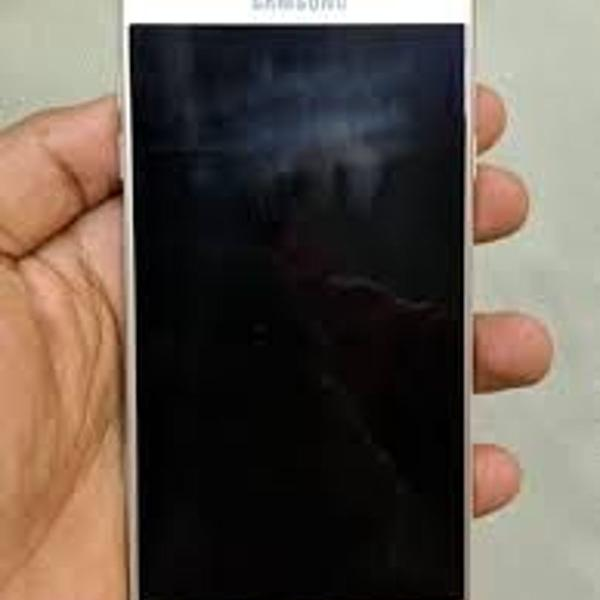 """Samsung j7 pro - dourado - 64gb - tela preta """"quebrada"""""""
