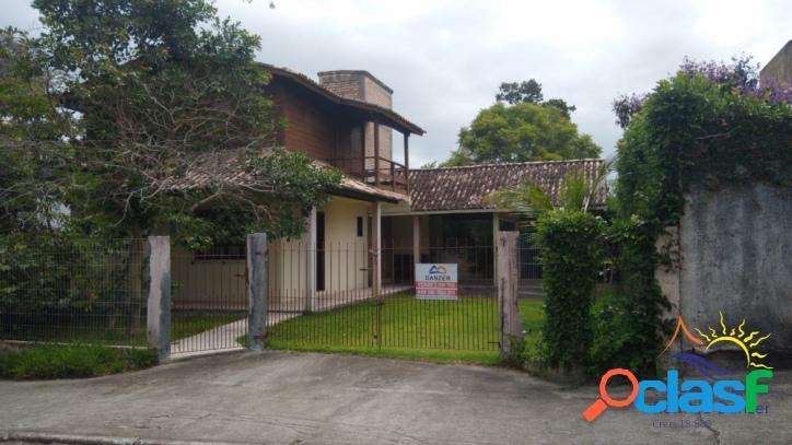 Linda Casa 3 Dormitórios à Venda na Praia do Moçambique em Florianópolis - Santa Catarina. 1