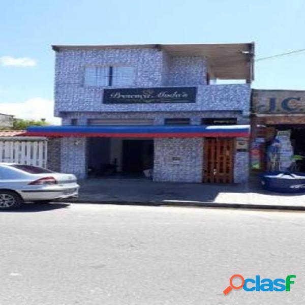 Casa com comércio em rua pavimenta no bairro savoy em itanhaém