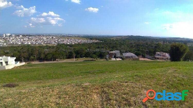 Terreno à venda. 2025m² - condomínio fechado - declive com vista