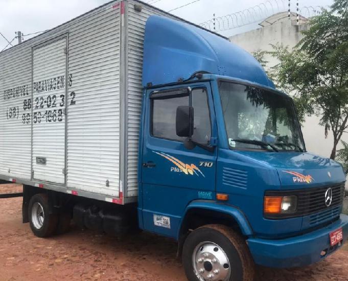 Caminhão mercedinha bau mb 710 no ponto de trabalhar