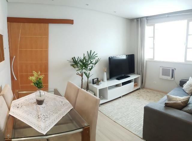 Apartamento mobiliado e decorado 1 quadra da praia