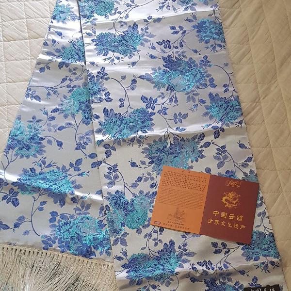 Brocado de seda chinês com estampa floral azul