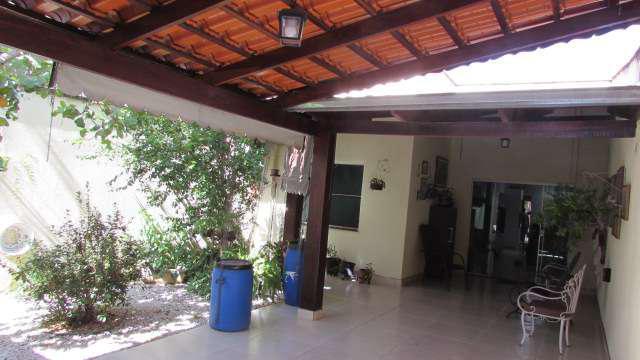 Casa ampla, ótima localização, 03 quartos – setor jaó